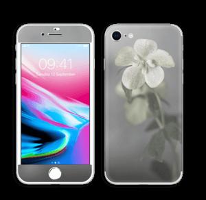 Flowery Blues Skin IPhone 8