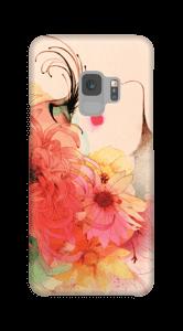 Tjej med långa ögonfransar skal Galaxy S9
